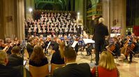 VIELBEACHTETES JUBILÄUMSKONZERT der über 150 Mitwirkenden des KIT Philharmonischen Orchesters und Chores und des Carlton Male Voice Choir in der St. Mary's Church in Nottingham. Fotos: Wnuck